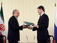 Министр иностранных дел Исламской Республики Иран Али Акбар Салехи (слева) и министр энергетики РФ Александр Новак