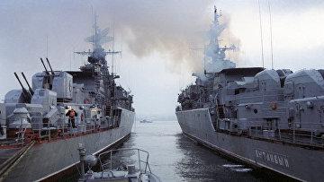 Корабли на военно-морской базе