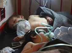 Сирийские дети в больнице городе Маарет Аль-Нуман после предполагаемых газовых атак в Сирии