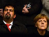 Председатель объединения «Центральный совет мусульман Германии» Айман Мазиек и канцлер ФРГ Ангела Меркель