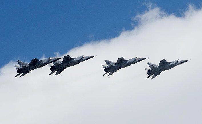 Самолеты МиГ-31 во время репетиции воздушной части военного парада в Москве в ознаменование 70-летия Победы в Великой Отечественной войне 1941-1945 годов