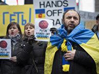 Акция протеста против действий России на Украине на Таймс-сквер, Нью-Йорк