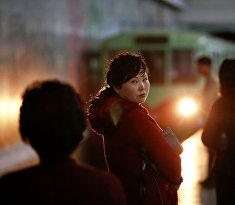 Пассажиры метрополитена Пхеньяна