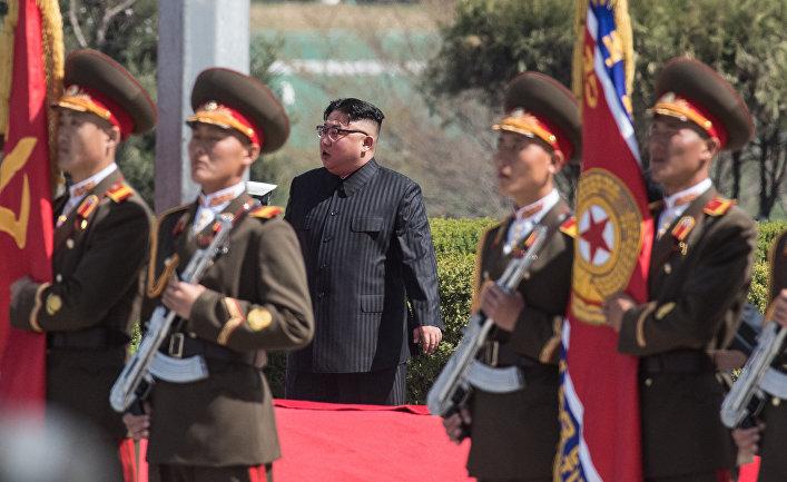 Глава КНДР Ким Чен Ын во время торжественной церемонии открытия нового жилого комплекса на улице Рёмён в Пхеньяне. 13 апреля 2017