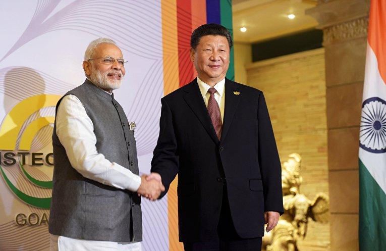 Премьер-министр Индии Нарендра Моди и председатель КНР Си Цзиньпин перед началом встречи лидеров БРИКС