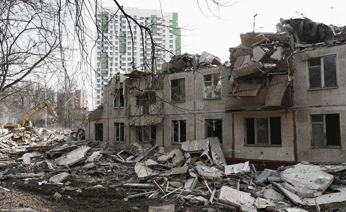 Снос старого здания в Москве