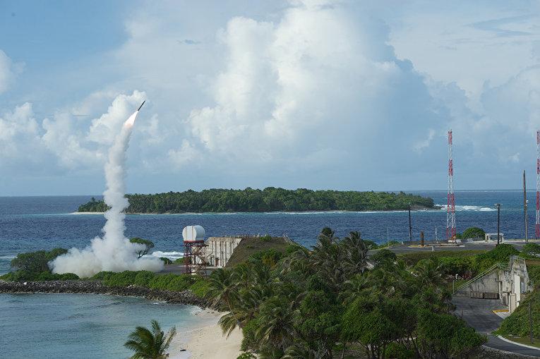 Запуск ракеты американского ракетного комплекса THAAD