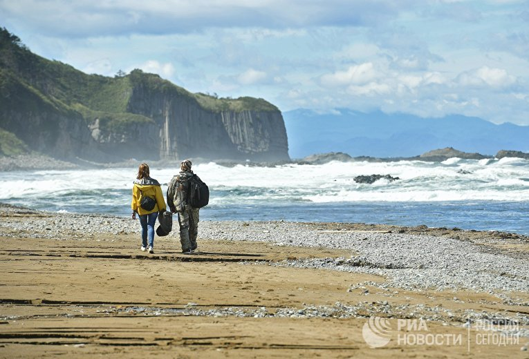 Мыс Столбчатый на берегу Охотского моря на западе острова Кунашир Большой Курильской гряды