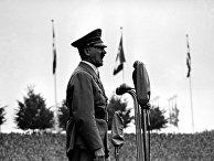 Канцлер Германии Адольф Гитлер