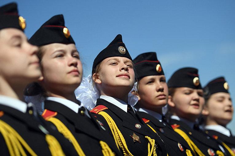 Российские военные кадеты на параде в Мемориальном парке на Поклонной горе