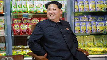 Северокорейский лидер Ким Чен Ын на фабрике товаров для детей