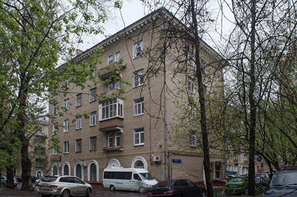Дом с арочными окнами на улице Ватутина, Москва
