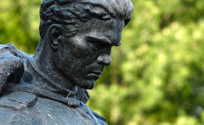 Мэрия Шяуляй пока неготова снести монумент  советским солдатам