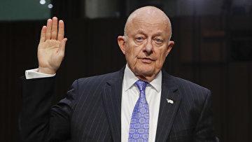 Бывший директор Национальной разведки США Джеймс Клэппер на Капитолийском холме в Вашингтоне