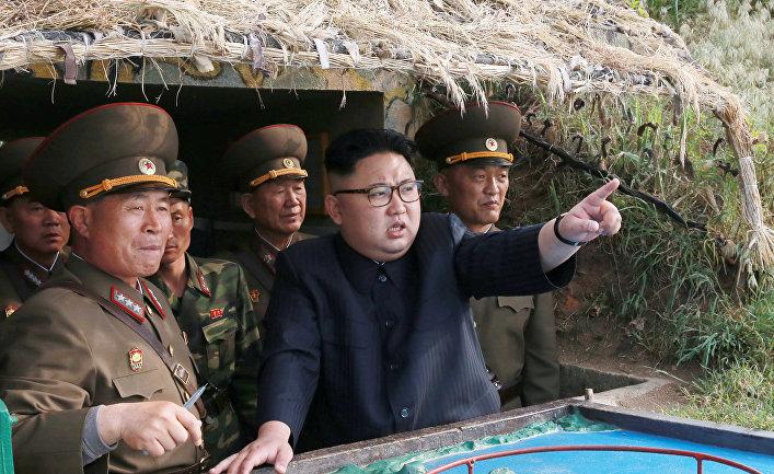 REUTERS KCNA via REUTERSСеверокорейский лидер Ким Чен Ын инспектирует отряд обороны