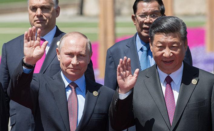 Президент РФ Владимир Путин и председатель КНР Си Цзиньпин на форуме «Один пояс, один путь»