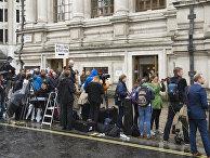 Журналисты у Методистского центрального зала Вестминстера ждут прибытия премьер-министра Дэвида Кэмерона на референдум по сохранению Великобританией членства в Европейском Союзе