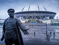 Памятник Сергею Мироновичу Кирову у стадиона «Санкт-Петербург Арена»