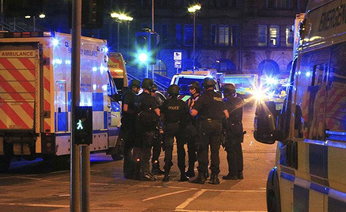 Полиция возле «Манчестер-Арены», где прогремели взрывы, 23.05.2017