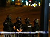 """Полиция возле """"Манчестер-Арены"""", где прогремели взрывы"""