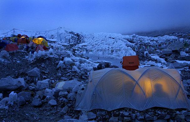 Базовый лагерь на пути к вершине Эверетста