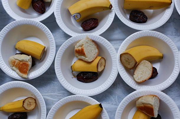 Еда для первого дня Рамадана в Исламском культурном центре Манхэттена
