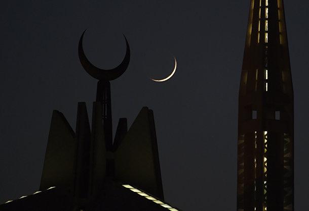 Первая луна Рамадана взошла над мечетью Фейсала в Исламабаде