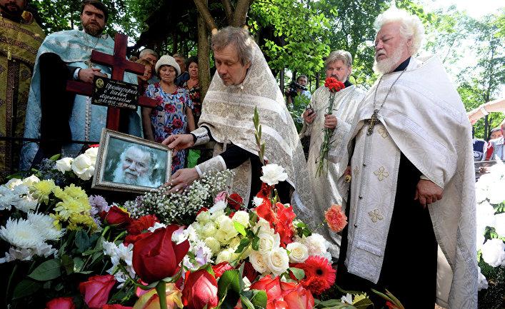 Похороны священника Павла Адельгейма
