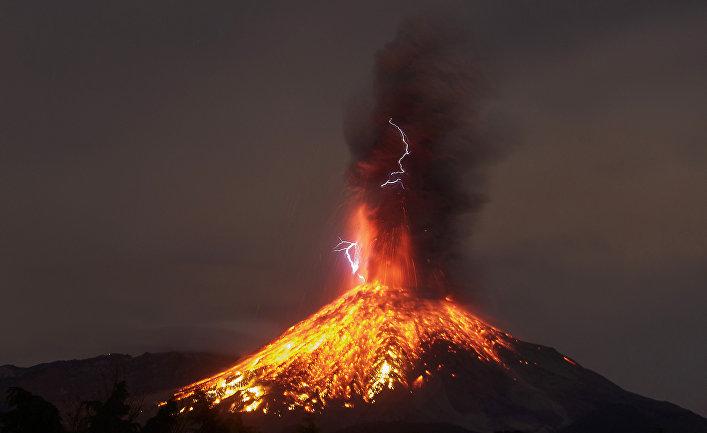 Извержение вулкана Комала в Мексике
