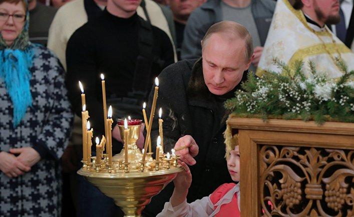 Президент РФ Владимир Путин во время Рождественского богослужения