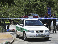 Иранский полицейские у мавзолея Хомейни в Тегеране
