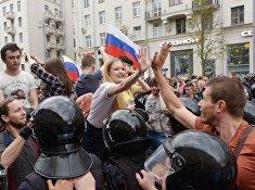 На Тверской улице в Москве во время несанкционированной акции. 12 июня 2017