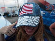 Жительница Пуэрто-Рико в бейсболке с американским флагом. 11 июня 2017