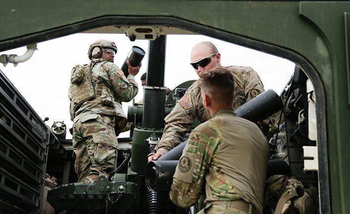 "Расчет самоходного миномета M1129 на учениях ""Saber Strike 17"""