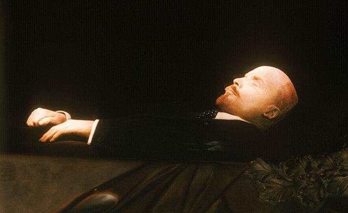 Бальзамированное тело В.И.Ленина в Мавзолее