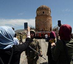 Перемещение гробницы в городе Батман на юго-востоке Турции