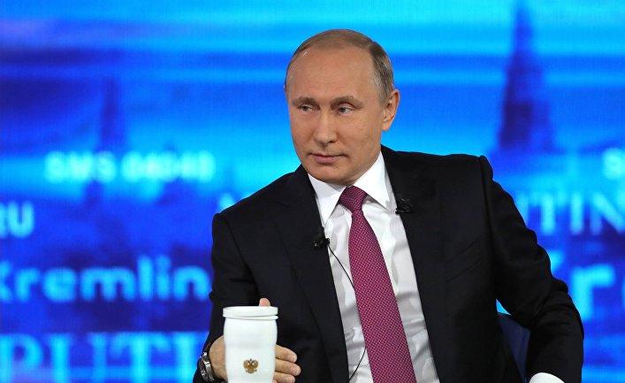 """Президент РФ Владимир Путин во время ежегодной """"Прямой линии"""". 15 июня 2017"""