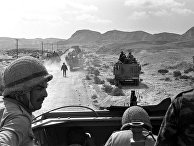Израильские военные переходят через Синай во время шестидневной войны. 1967
