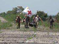 """Эвакуация тела военнослужащего ВСУ из """"серой зоны"""" в районе населенного пункта Желобок"""