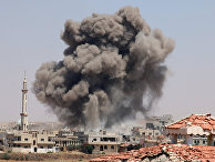 Дым после атаки в городе Деръа, Сирия