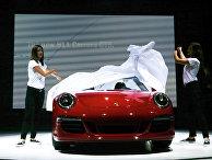 Автомобиль Porsche 911 Carrera GTS на автосалоне в Лос-Анджелесе