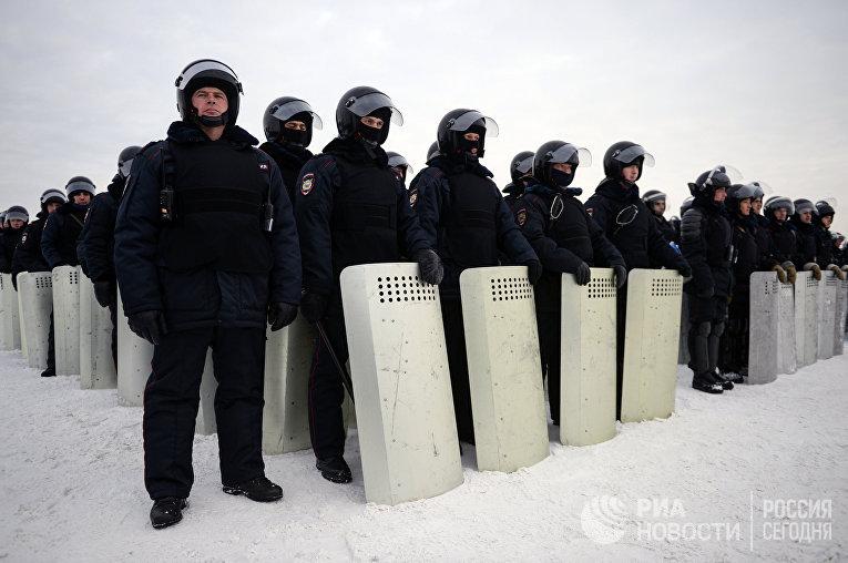 Военнослужащие Национальной гвардии, МВД, УФСИН, МЧС на учениях по пресечению массовых беспорядков