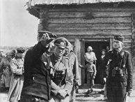Немецкий генерал Гудериан Гейнц инспектирует командный пункт танкового полка на территории СССР, август 1941 года