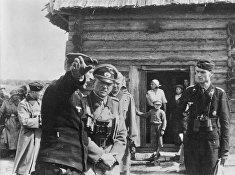 Немецкий генерал инспектирует командный пункт танкового полка на территории СССР, август 1941 года