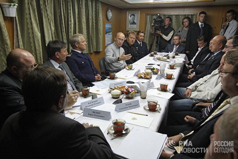 Премьер-министр РФ Владимир Путин посетил большой морозильный автономный траулер «Михаил Станицын»