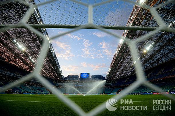 Полив поля перед началом матча Кубка конфедераций-2017
