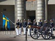 Смена гвардейского караула у Королевского дворца в Стокгольме