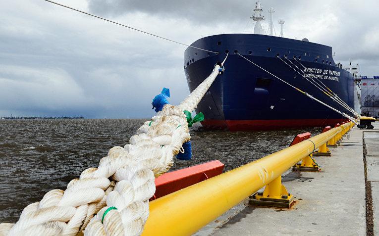 Новый российский Арктический танкер для сжиженного природного газа в Санкт-Петербурге
