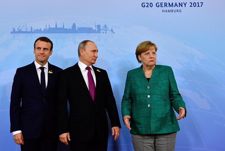 Канцлер Германии Ангела Меркель, президент России Владимир Путин и президент Франции Эммануэль Макрон во время саммита лидеров G20 в Гамбурге
