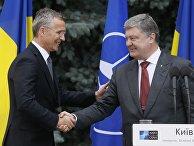Генеральный секретарь НАТО Йенс Столтенберг и президент Украины Петр Порошенко